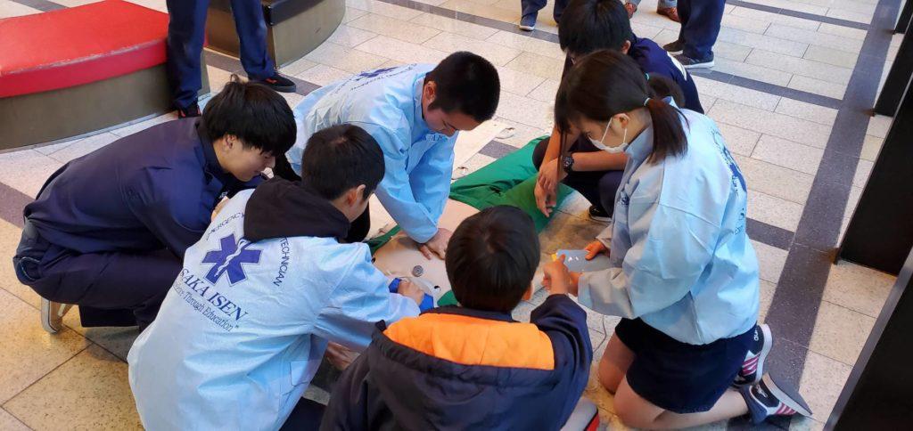 大阪医専救急救命学科 高校生対象の「救急救命士・救急隊員になってみよう」のイベント