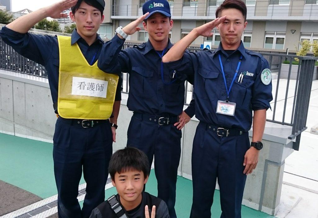 大阪医専救急救命学科生徒と講習会に参加したお子様