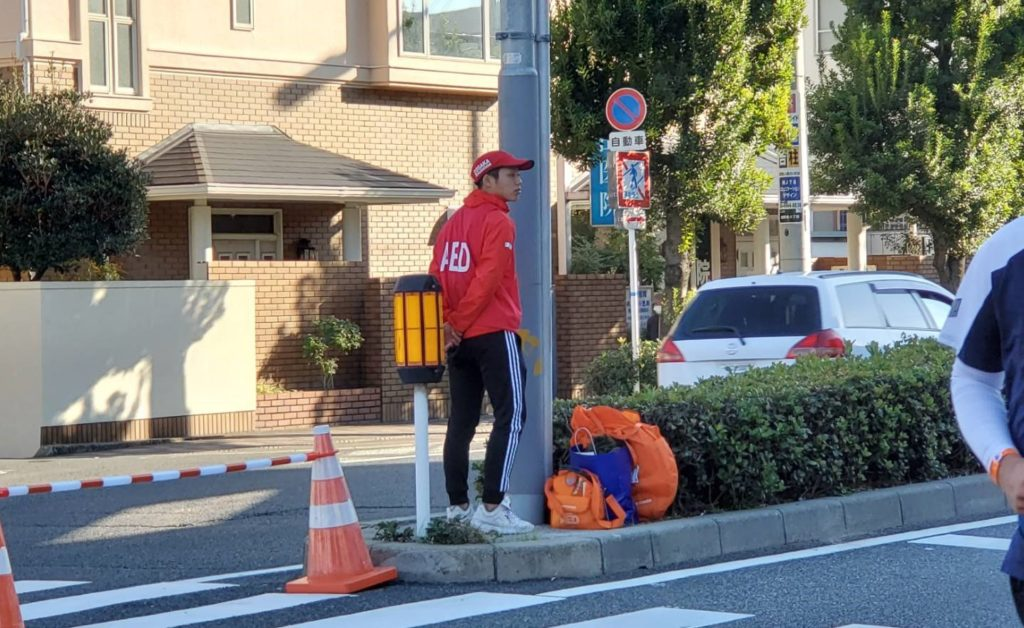 大阪マラソン2019 ランナーを見守る大阪医専救急救命学科生徒
