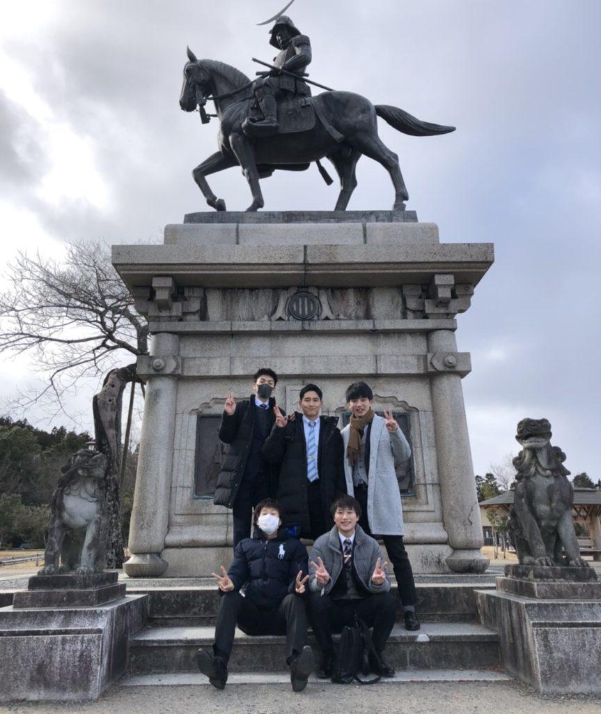 伊達政宗の騎馬像前で 仙台観光 大阪医専救急救命学科